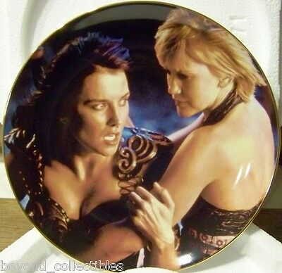 Xena Collector China Plate - X6602 Xena & Gabrielle Numbered #444/1000