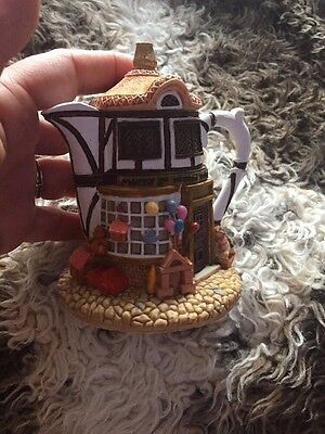 HOMETOWN TEAPOT COTTAGES -  Merry Go Round Toys