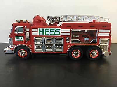 HESS 2005 Emergency Truck And Rescue Vehicle