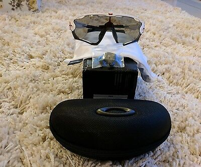 oakley jawbreaker, polished white photocramatic lens excellent condition