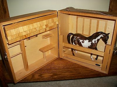"Breyer HORSE STABLE with HORSE 6 1/2"" by 8""/ Wood Folding Barn~Nice!"