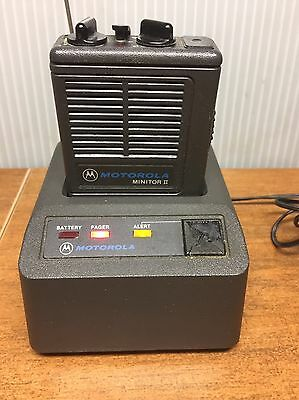 Motorola Monitor II VHF Pager H03UMC1222AC with NRN 4954A Battery Charger/Antenn