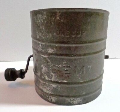 Child's Old Tin Metal 1 Cup Gem Play Flour Sugar Sifter Black Handle Toy Baking