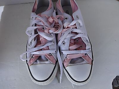 Converse All Star, Men Size 4 Women Size 6 White Lace-Up Sneakers Shoes