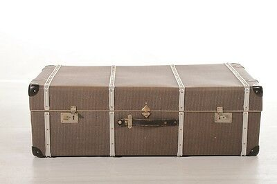 beautiful great old Box Container Steamer trunk Treasure chest Travel cases
