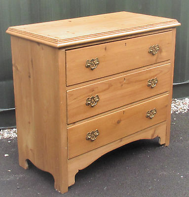 A nice pine chest of drawers, c 1900-1910. nice and solid, good colour.