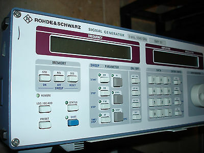 Rohde & Schwarz SMY01 control panel and displays