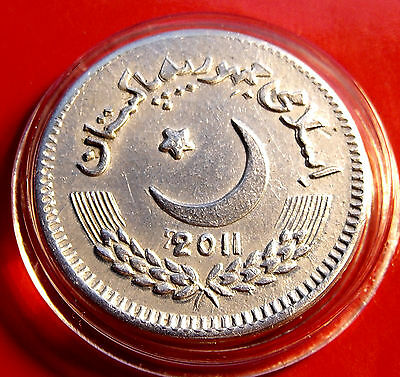 RARE MULE ERROR Pakistan - Mint Error 2011 2 Rupees Struck with 2010 Obverse Die