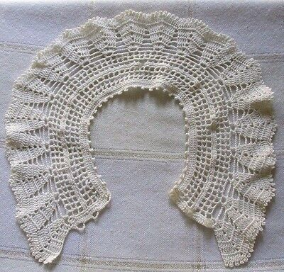 Vintage Art Deco Victorian Ivory White Handmade Crochet Collar with 3 Buttons