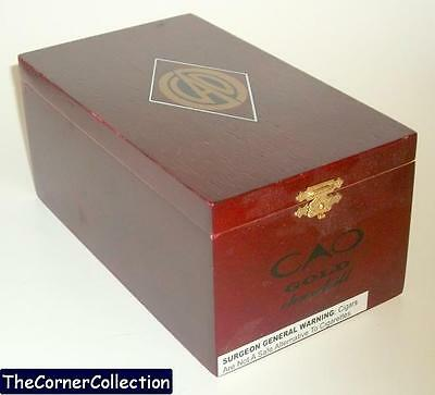 CAO GOLD CHURCHILL WOODEN CIGAR BOX w/ HINGED LID & BRASS CLASP