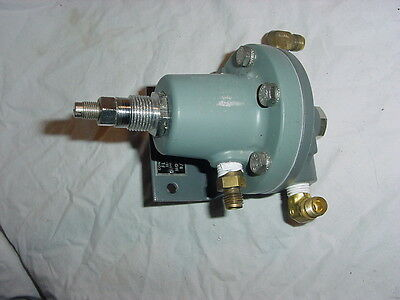 Adjustable Moore 63BD-L Differential Type Flow Controller B/M 10671-/8PB