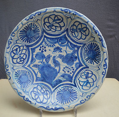 Nice 17th century Dutch majolica plate whit a China decor with a bird.