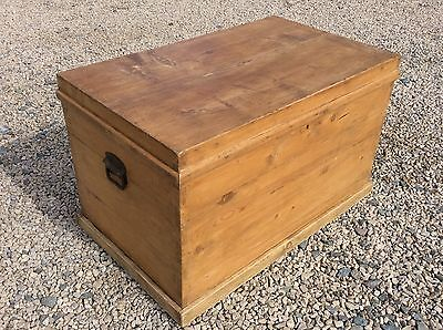 Vintage Antique Large Pine Old Wooden Chest Trunk Blanket Toy Box Coffee Table