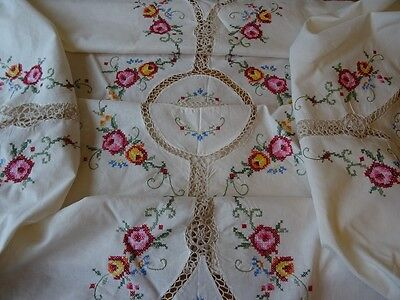 """Stunning Vintage Hand Embroidered Hand Crochet Round Tablecloth 67"""" (170cm)"""