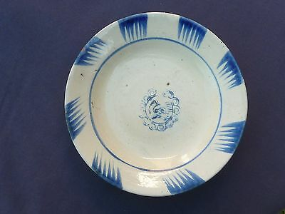 LARGE 19cm DIAMETER CHINESE100 YEAR+ DISH FEATHER AND FLORAL MEDALLION DESIGN