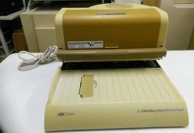 GBC 32150 2-3 Hold Heavy Duty Paper Punch