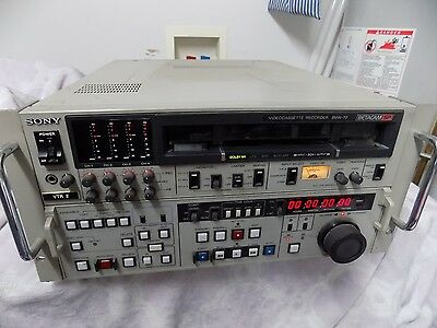 Sony BVW-70 Betacam VTR/VCR Deck PLEASE READ FULL LISTING