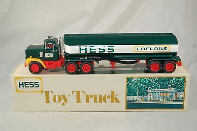 Hess 1977 Tanker Truck with Box Inserts included Battery directions Card
