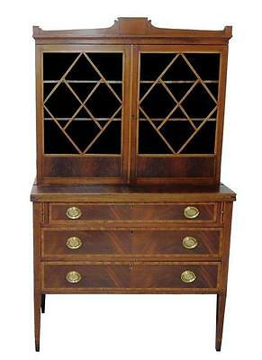 American Hepplewhite two-part bookcase with desk, early 19th C., maho... Lot 145