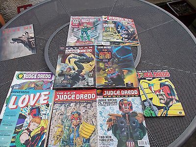 THE A-Z OF JUDGE DREDD - MIKE BUTCHER - HAMLYN PB 1996 - 2000AD + assorted mags