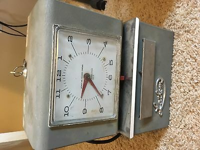 Vintage Lathem Heavy Duty Industrial Time Clock Model 4056 with keys TESTED