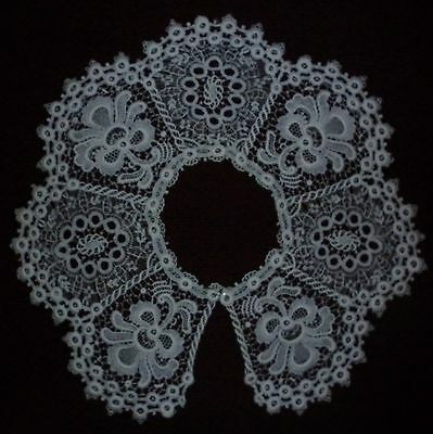 Large Vintage Lace Collar  In Excellent  Condition