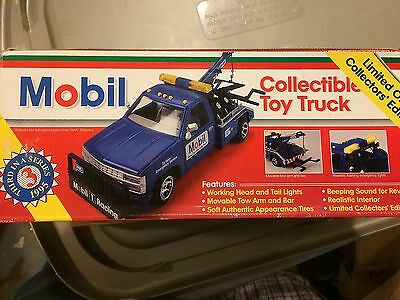 Mobil Toy Tow Truck