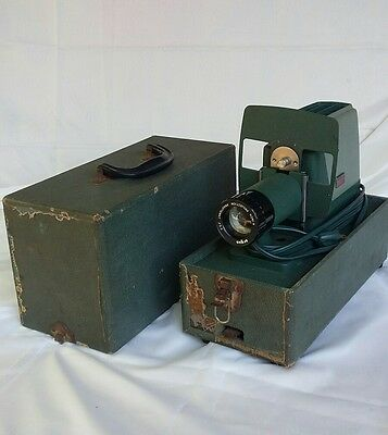 """Vintage""  Argus 300 35MM Slide Projector w/ Original Hard Case with bulb works"