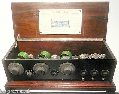 VINTAGE BEAUTY * Tested / Working DIXIE FIVE battery radio w/ VINTAGE TUBES