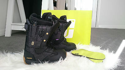 Womens Forum Snowboard Boots - Ladies Pristine Condition used once size 5
