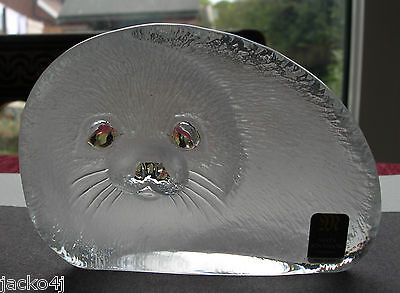 Nice Signed With Label Mats Jonasson Crystal Glass Seal Pup Paperweight