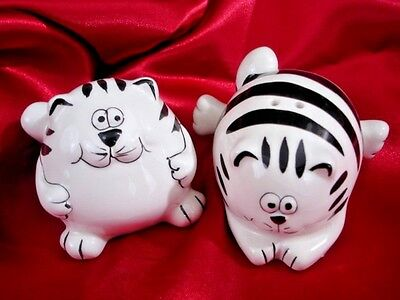PIER 1 Cat Salt & Pepper Shakers Black & White Striped Roly-Poly Cats VGC