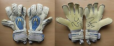 Willy Caballero Match Worn & Signed Man City Gloves (7896)