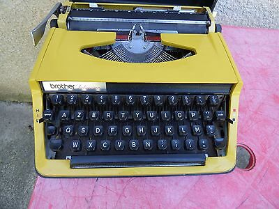 machine à écrire Brother de luxe 800  jaune portable vintage typewriter
