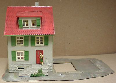 Vintage Plastic N / TT Gauge Building - House #276A With Woman