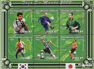 Mozambique 1865-1870 Sheetlet unmounted mint / never hinged 2001 Football-WM 200