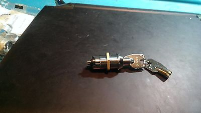 (100) KEY SWITCHS MOMENTARY OFF(ON) NORMALLY OPEN w/200 ROUND KEYS