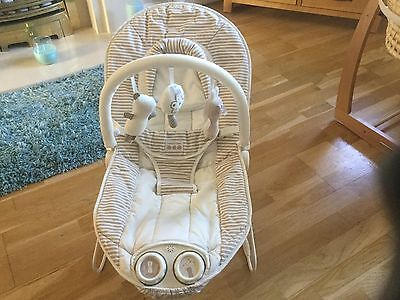 Mamas N Papas Vibrating Musical Bouncing Chair