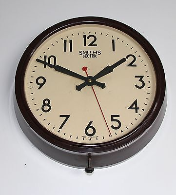 SMITHS  VERY LARGE BAKELITE SECTRIC ELECTRIC WALL CLOCK. Working