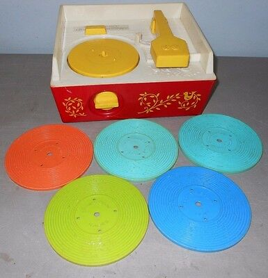 Vintage Fisher Price 1971 wind up Record Player Music Box 5 Records Complete 995