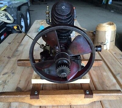 Maytag upright antique motor. old engine hit & miss