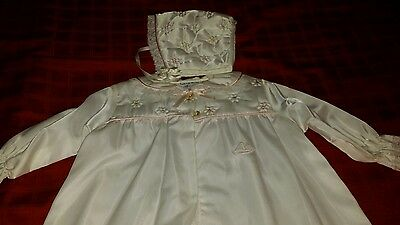 Baby Dior girl vintage daygown bonnet nylon quilted 3  6 mo?