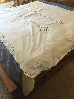 Vintage Beautiful White Cutout Tablecloth...GREAT ITEM!!!