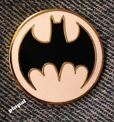 DC Comics Batman Pin~White Spotlight Logo~Vintage 1988 Cloisonne~New Old Stock