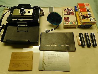 Vintage Polaroid Automatic 102 Land Camera with Case