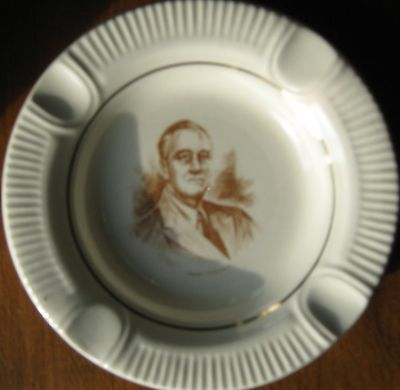 Unusual FRANKLIN ROOSEVELT ashtray Gold VICTORY mint condition VERY NICE ITEM