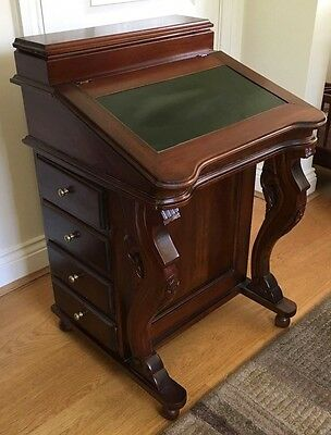 Davenport Desk Traditional Style Excellent Condition.