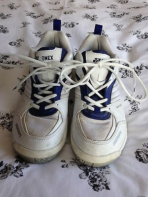 Yonex  Badminton/Squash/Court Shoes Size 7
