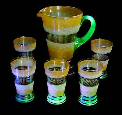 Vintage large lemonade jug and 5 glasses with uranium glass base & handles