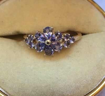 Beautiful 9ct Gold And Amethyst Flower Ring